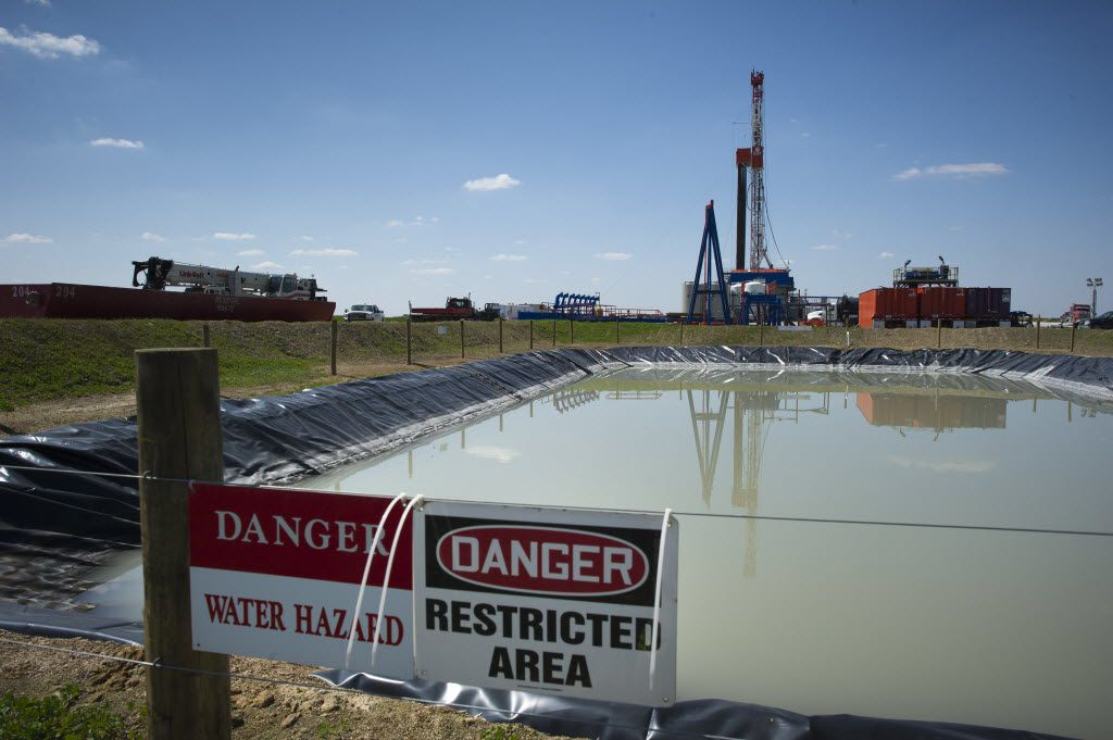 (FILES) In this April 13, 2012 file photo, a Consol Energy Horizontal Gas Drilling Rig is seen outside the town of Waynesburg, Pennsylvania.
