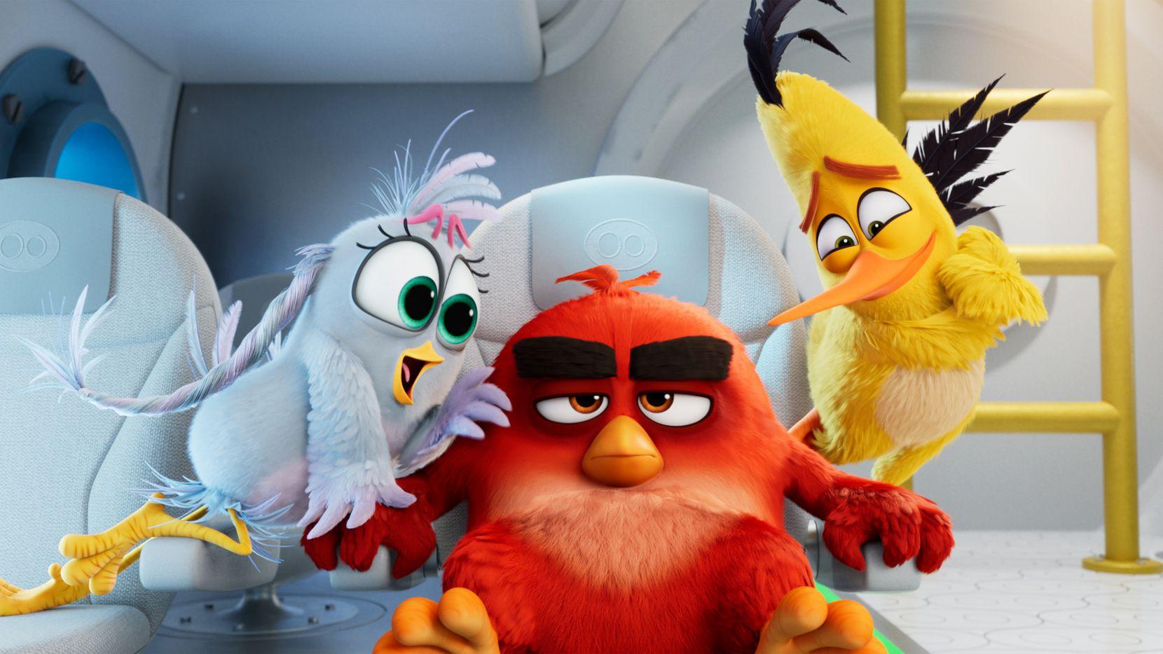 Silver (Rachel Bloom), Red (Jason Sudeikis) y Chuck (Josh Gad) en Angry Birds 2.