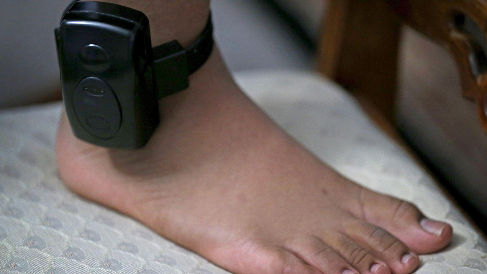 Autoridades de ICE utilizan aparatos de rastreo en algunos inmigrantes que tienen comparecencia ante un juez de inmigración. (DMN/Jae S. Lee)