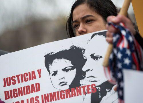 Los salvadoreños con TPS han estado por varios meses a la espera de ser considerados para una residencia permanente. El gobierno de Donald Trump anunció el fin del programa TPS luego de 18 años.