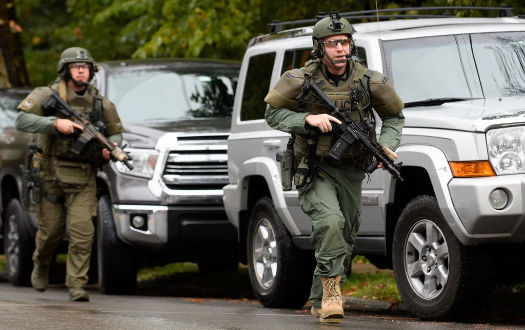 PITTSBURGH, PA - OCTOBER 27:  Police rapid response team members respond to the site of a mass shooting at the Tree of Life Synagogue in the Squirrel Hill neighborhood on October 27, 2018 in Pittsburgh, Pennsylvania. According to reports, at least 12 people were shot, 4 dead and three police officers hurt during the incident. The shooter surrendered to authorities and was taken into custody. (Photo by Jeff Swensen/Getty Images)