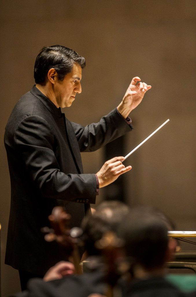 Miguel Harth-Bedoya conducted the Dallas Symphony Orchestra in a performance last November, filling in for guest conductor David Zinman.