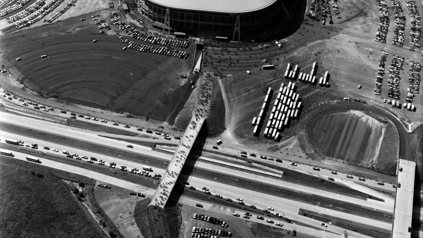 Aerial Photo of Texas Stadium during the inaugural game on Oct. 24, 1971.