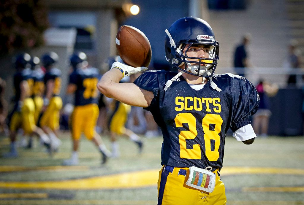 Cole Jackson warms up before a Highland Park junior varsity game against West Mesquite on October 6, 2016. (G.J. McCarthy/The Dallas Morning News)
