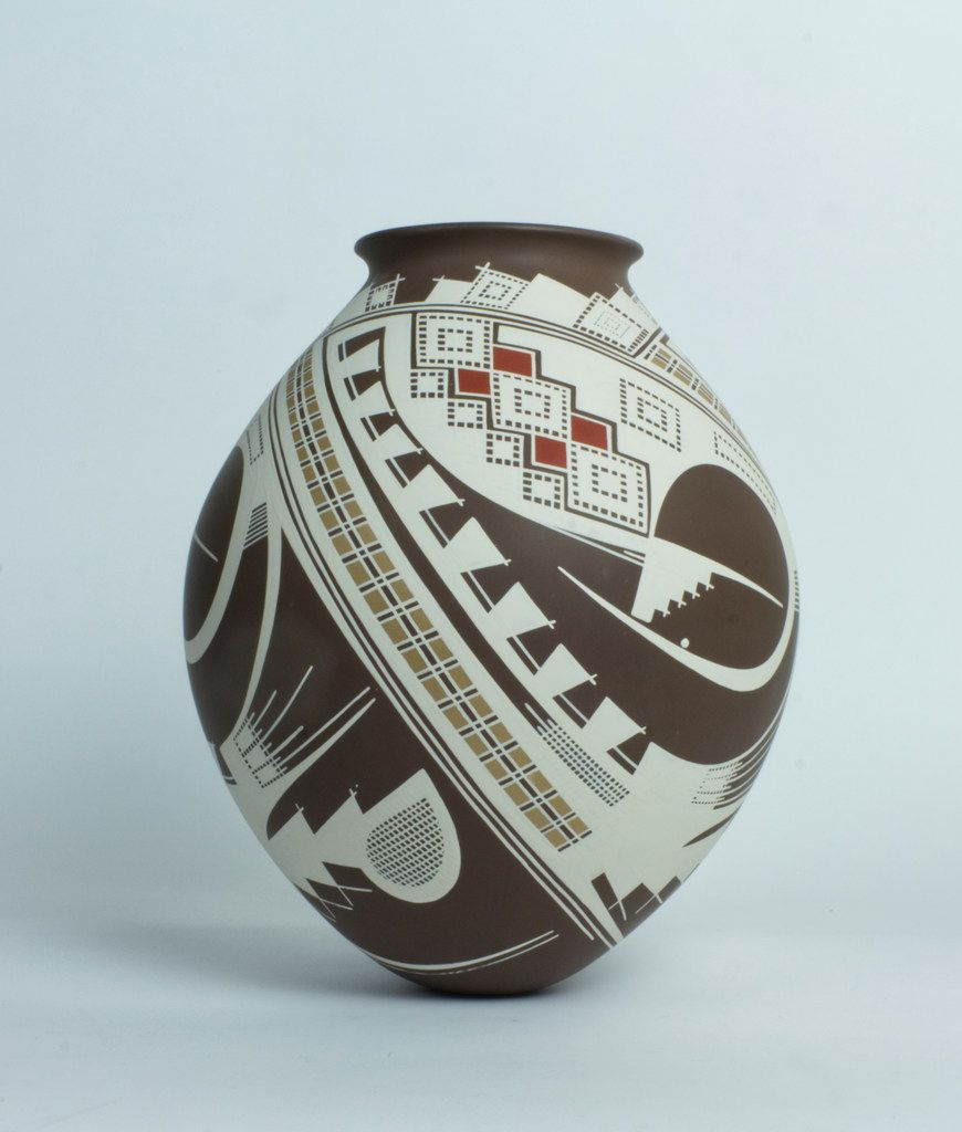 Pieces of Mata Ortiz pottery such as this one by artist Juan Quezada are included in the joint exhibition at Cydonia and Mercado369.