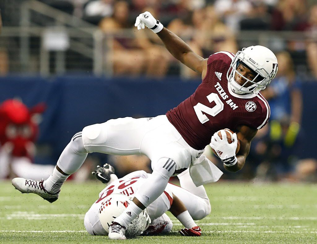 Texas A&M Aggies wide receiver Speedy Noil (2) breaks to the outside as he avoids the Arkansas Razorbacks defense in the first half of the Southwest Classic at AT&T Stadium in Arlington, Texas, Saturday, September 27, 2014.  (Tom Fox/The Dallas Morning News) 09022015xPUB