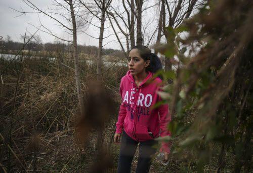 Atziry Mireles García ha organizado varias búsquedas de su hermana gemela, Weltzin, en  White Rock Lake, el jueves. RYAN MICHELESKO/DMN