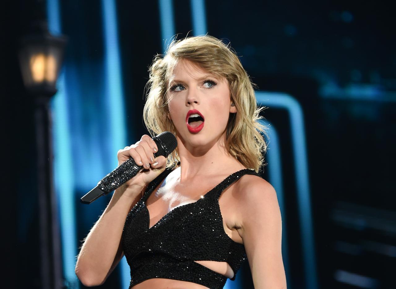 Taylor Swift se llevó a su equipo de tour de vacaciones. (AP/Evan Agostini)