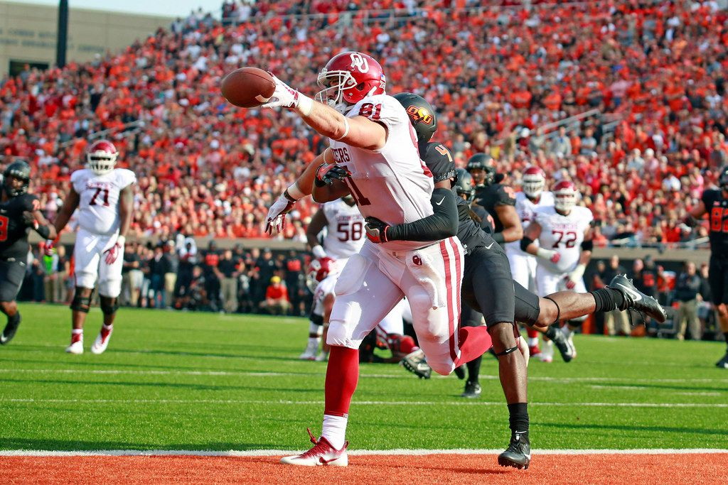 STILLWATER, OK - NOVEMBER 04: Tight end Mark Andrews #81 of the Oklahoma Sooners misses a pass in the end zone as he is hit by cornerback A.J. Green #4 of the Oklahoma State Cowboys at Boone Pickens Stadium on November 4, 2017 in Stillwater, Oklahoma. Oklahoma defeated Oklahoma State 62-52.  (Photo by Brett Deering/Getty Images)