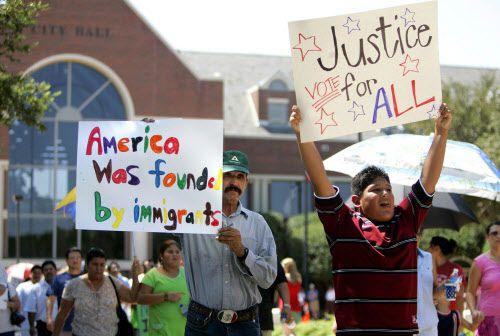 Los activistas latinos organizaron protestas en contra de la ordenanza desde el 2006. Una corte federal la declaró sin validez en marzo del 2012. ARCHIVO DMN