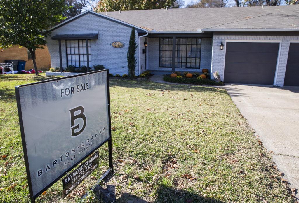 Una casa a la venta en Claremont Dr. al este de Dallas. (DMN/ASHLEY LANDIS)
