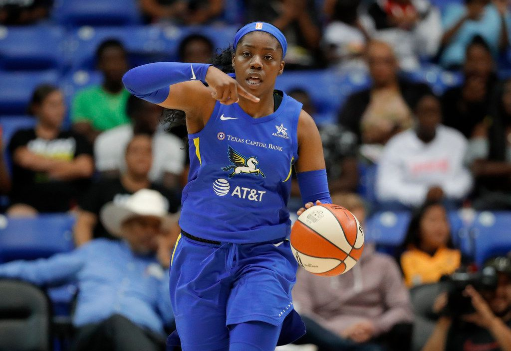 Dallas Wings guard Arike Ogunbowale directs the offense during the second half of the team's WNBA basketball game against the Los Angeles Sparks in Arlington, Texas, Wednesday, Aug. 14, 2019. (AP Photo/Tony Gutierrez)