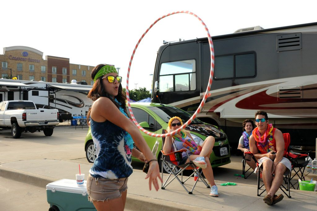 Melissa Condrack performs hula hoop tricks at the Jimmy Buffett tailgate party at Toyota Stadium in Frisco, TX on May 30, 2015.