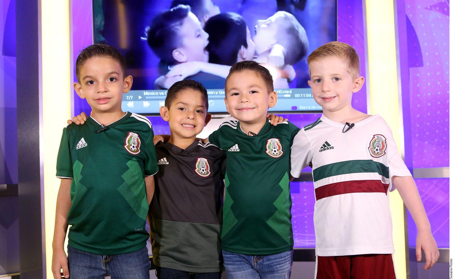 Los niños del abrazo en el gol del Tri toman su pasión sólo como un juego./ AGENCIA REFORMA