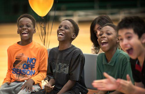 Los estudiantes de kinder a quinto grado ya pueden ser inscritos en los programas vespertinos. (Por Ranjani Groth/DRC)