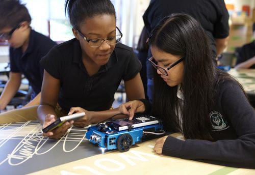 Algunas de las nuevas escuelas tendrán énfasis en la enseñanza del STEAM, Ciencia, Tecnología Ingeniería, Arte y Matemáticas.