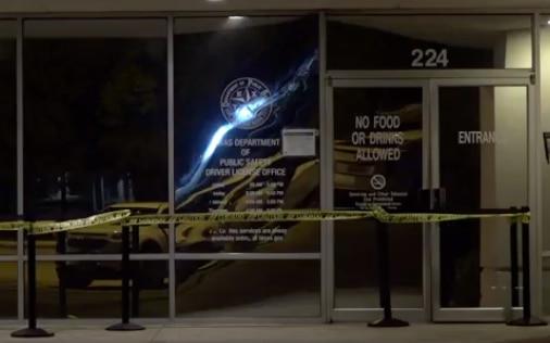 La oficina de procesamiento de licencias de DPS en Plano fue cerrada por un movimiento de los cimientos del edificio. DMN