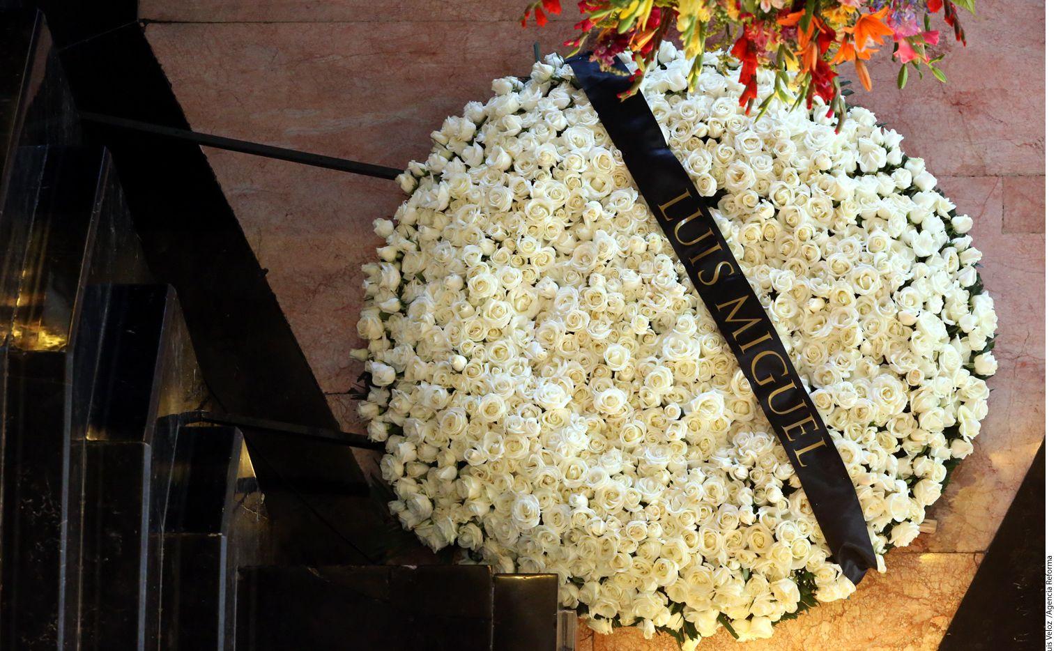El cantante Luis Miguel mandó flores a Juan Gabriel./AGENCIA REFORMA