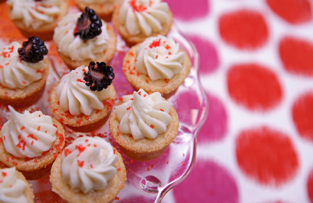 Browned Buttery Sugar Cup Cookie with Buttercream Icing