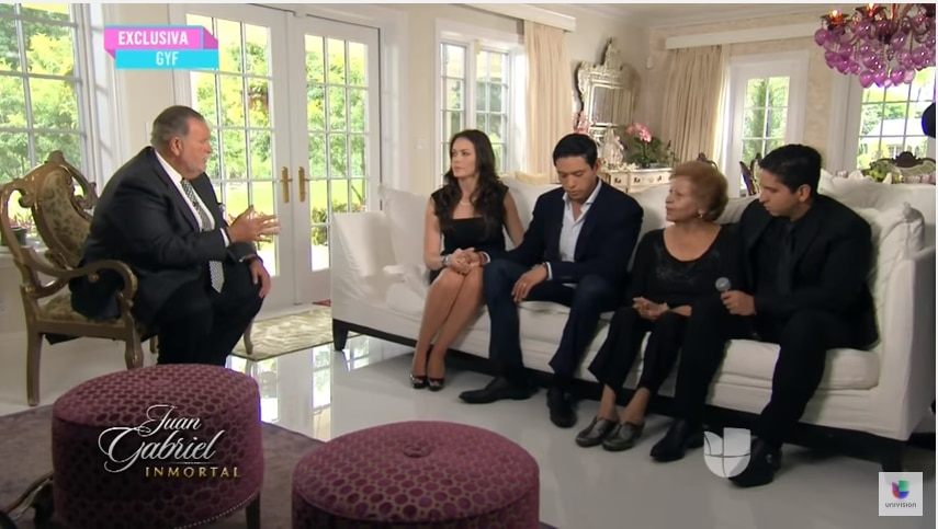 Laura Salas habló con Raúl de Molina tras la muerte de Juan Gabriel. FOTO TOMADA DE YOUTUBE