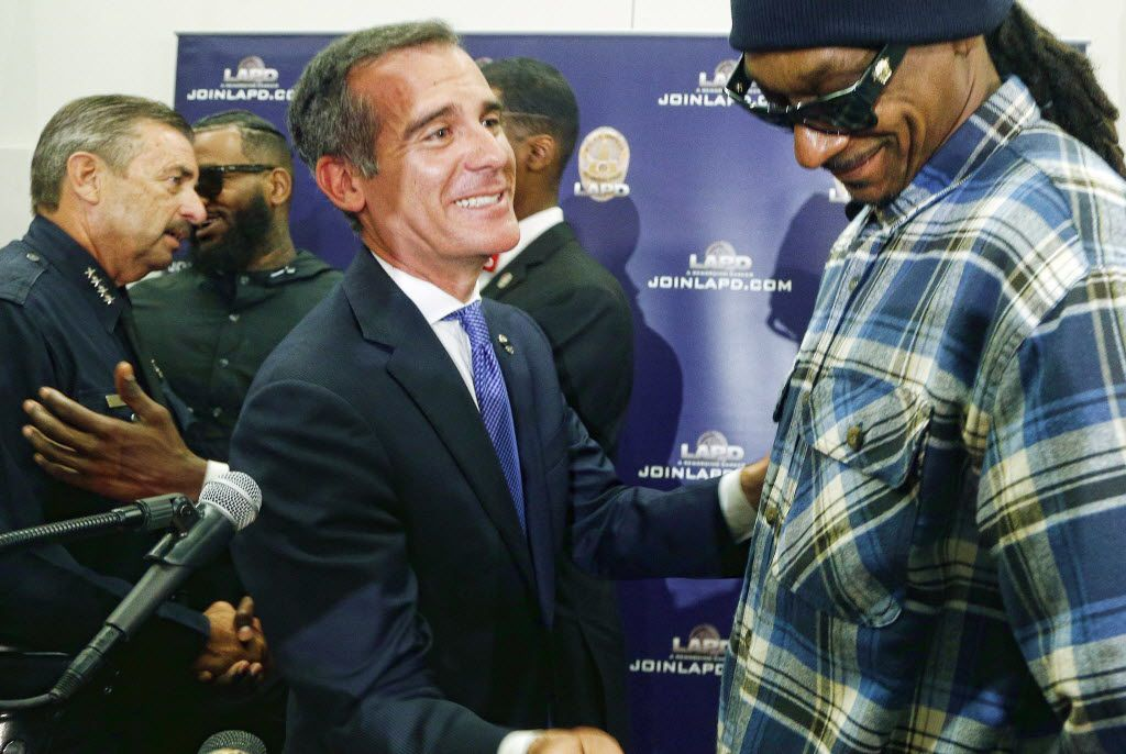 Rapper Snoop Dogg, right, and Los Angeles Mayor Eric Garcetti talk after a news conference at police headquarters in Los Angeles, Friday, July 8, 2016. Dogg had led a peaceful march with fellow rapper The Game where they urged improved relations between police and minority communities.
