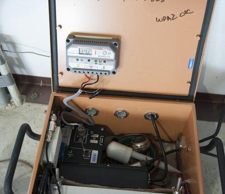 Este es uno de los aparatos que los investigadores de la Universidad Metodista del Sur utilizarán para determinar qué está provocando los constantes sismos en Irving. (SMU/CORTESIA)