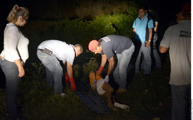 En la comunidad de El Pelillo, del municipio de Coyuca de Benítez de Guerrero, fueron asesinados a balazos dos hombres y una mujer. Foto: AGENCIA REFORMA
