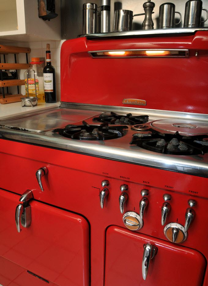 Vintage 1950s-era stoves, household appliances stand test of