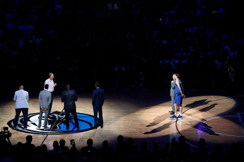 Hall of Famer Larry Bird addresses Dirk Nowitzki and Mavs head coach Rick Carlisle as (from left) Charles Barkley, Scottie Pippen, Shawn Kemp and Detlef Schrempf listen during a ceremony honoring Nowitkzi following the team's NBA basketball game against the Phoenix Suns in Dallas on Tuesday, April 9, 2019. (Tony Gutierrez/The Associated Press)