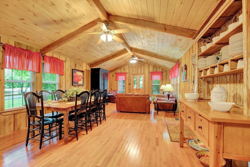 A look at The Gruene River Guest House listing on VRBO.