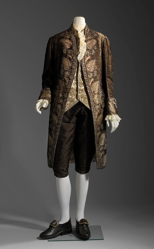 """""""Casanova: The Seduction of Europe"""" at the Kimbell Art Museum includes a suite of silk, velvet and embroidered with gilt silver wire, sequins, and bits of glass (Museum of Fine Arts, Boston)"""