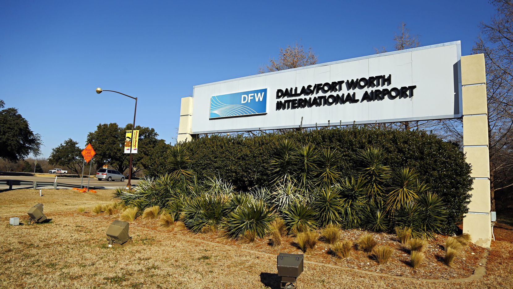 Main sign to the South Entry of Dallas/Fort Worth International Airport