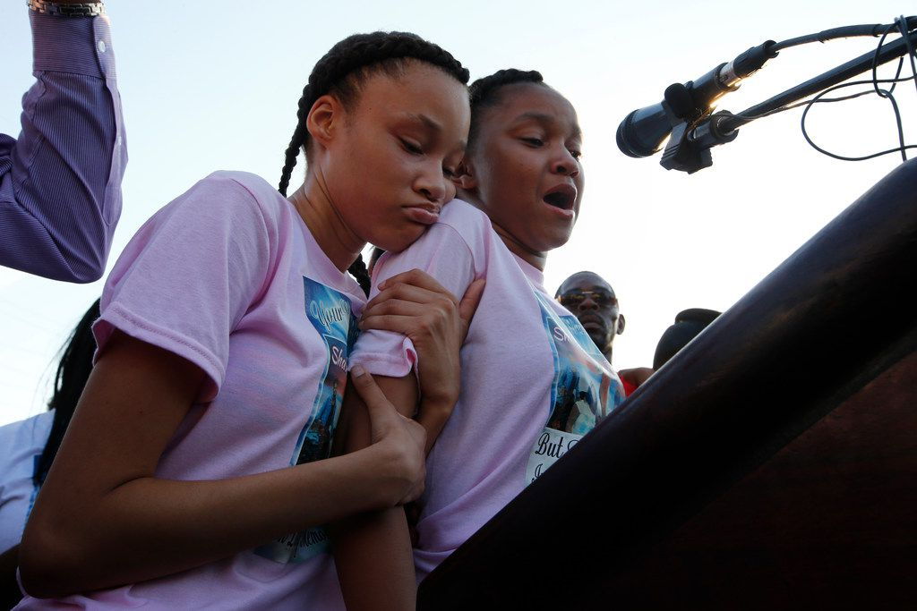 Shavon Randle's sisters Kayla Randle (right), and Shiniece Richards, spoke during a vigil for their sister in July 2017.
