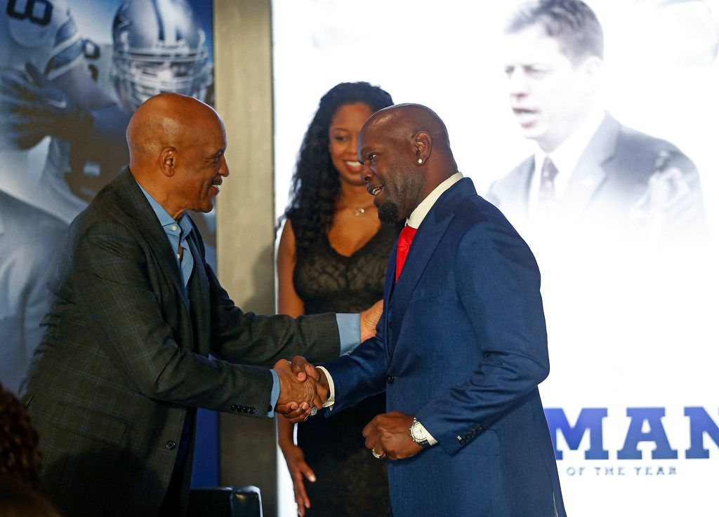 Former Dallas Cowboys running back Emmitt Smith, right, shakes hands with former Cowboys wide receiver Drew Pearson at the Alberstons all-star gala at the Star in Frisco, Texas, Tuesday, April 17, 2018. (Jae S. Lee/The Dallas Morning News)