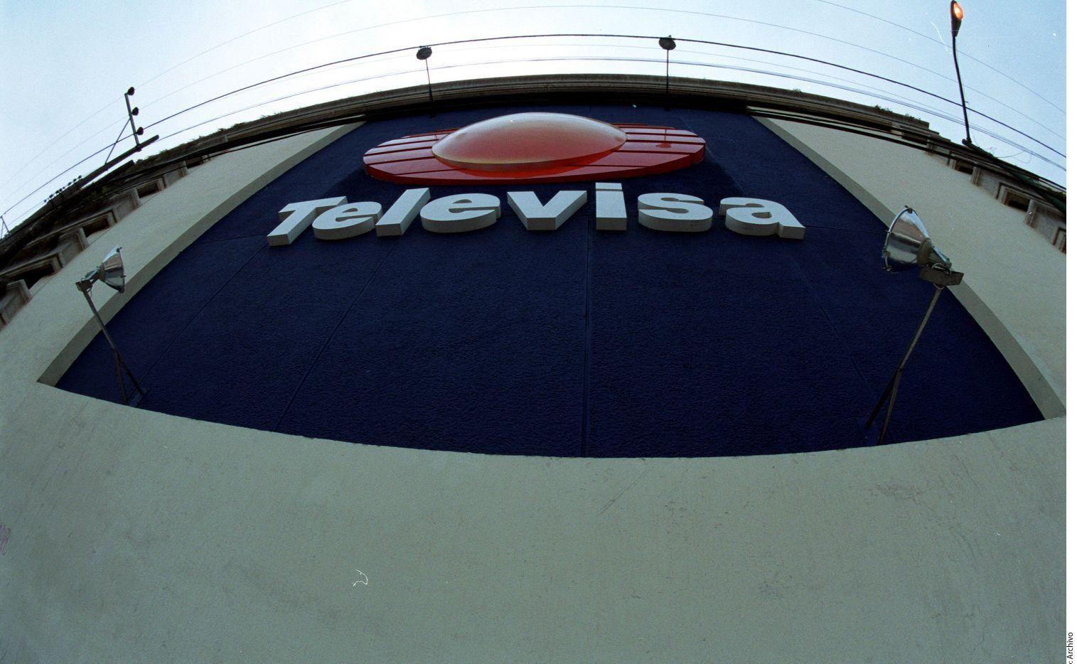 Televisa habría conspirado en 2013 con el gigante de medios brasileño Globo y la firma argentina Torneos y Competencias para pagar un total de 15 millones de dólares en sobornos al ex ejecutivo de la FIFA, Julio Grondona por los derechos de la Copa Mundial 2026 y 2030.