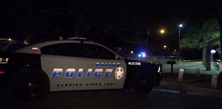 El Departamento de Policía de Dallas investiga un tiroteo en un parque de Oak Cliff que dejó herido a una persona. Foto DMN