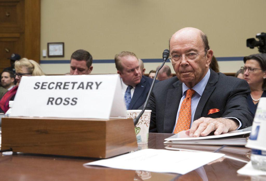 ARCHIVO – En esta foto de archivo del 12 de octubre de 2017, el secretario de Comercio estadounidense Wilbur Ross comparece ante la cámara baja para informar sobre los preparativos para el censo 2020, en Washington. / AP