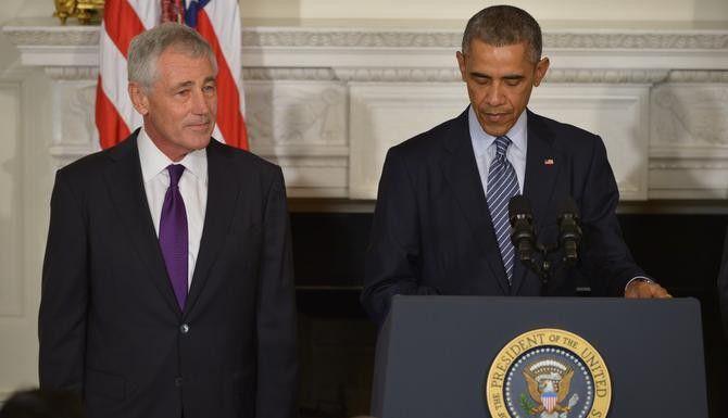 El secretario de Defensa Chuck Hagel y el presidente Barack Obama anunciaron el lunes la renuncia de Hagel en una rueda de prensa. (AFP/GETTY IMAGES/MANDEL NGAN)