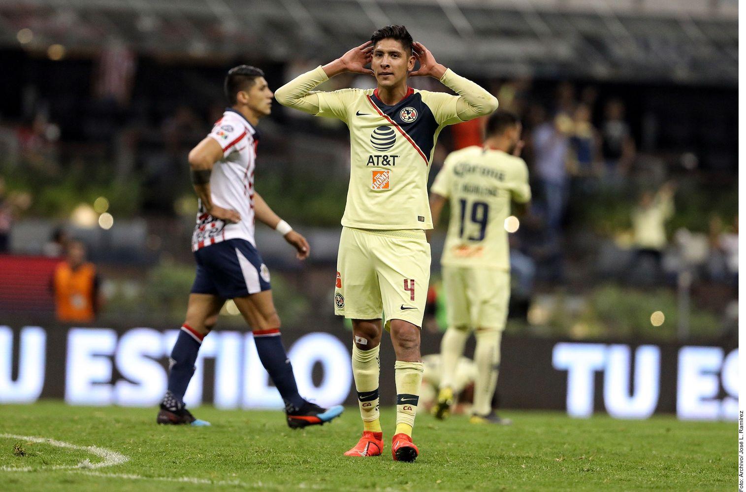 El Ajax estaría buscando los servicios de Edson Álvarez de las Águilas de la Liga MX. Foto Agencia Reforma