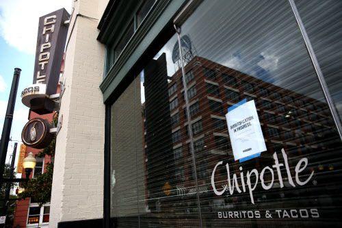 Un letrero anuncia el cierre del Chipotle de West End donde un video con roedores fue grabado hace algunas semanas. ROSE BACA/DMN