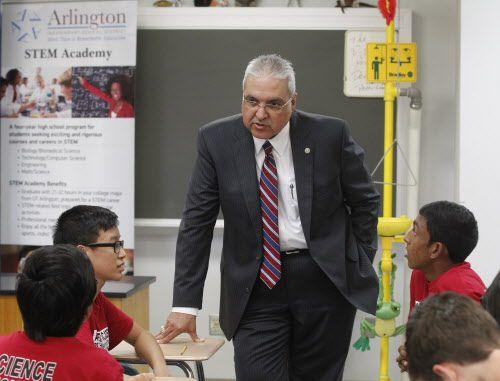 Marcelo Cavazos, superintendente del distrito escolar de Arlington. DMN