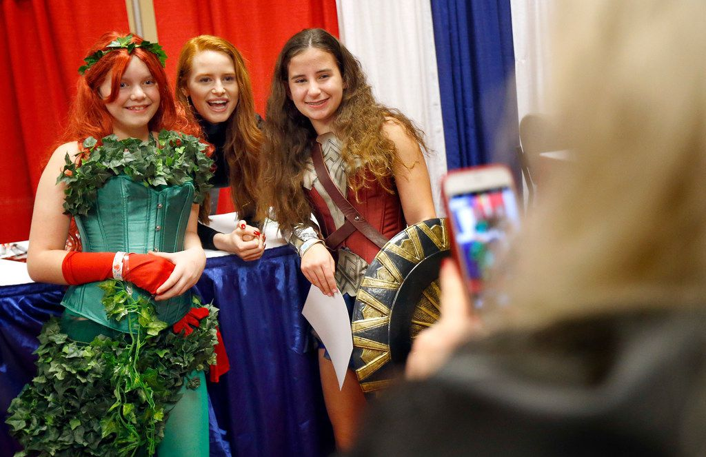 Madelaine Petsch (center), who plays Cheryl Blossom in the television show Riverdale, has her photo taken with fans Jillian Price of Houston (left) and Lauren Hightower of Bryan-College Station, Texas (right) during Dallas Fan Days in 2017.