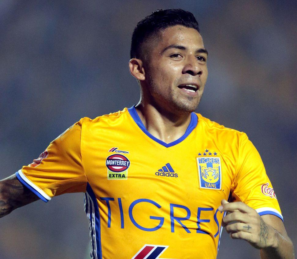 Rafael Baca, mediocampista de Cruz Azul, informó a través de su cuenta en Instagram que disputará el torneo Apertura 2017 con plaza de mexicano./ AGENCIA REFORMA