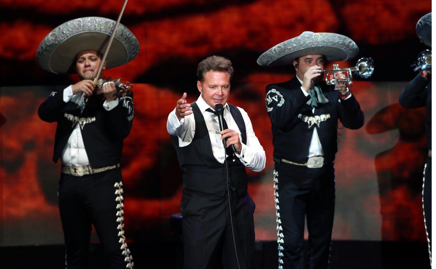 De acuerdo con el portal Infobae, fuentes allegadas al cantante Luis Miguel (centro) contaron que se someterá a tratamiento por tinitus (enfermedad también conocida como acúfenos), enfermedad que lo podría llevar a la sordera./ AGENCIA REFORMA