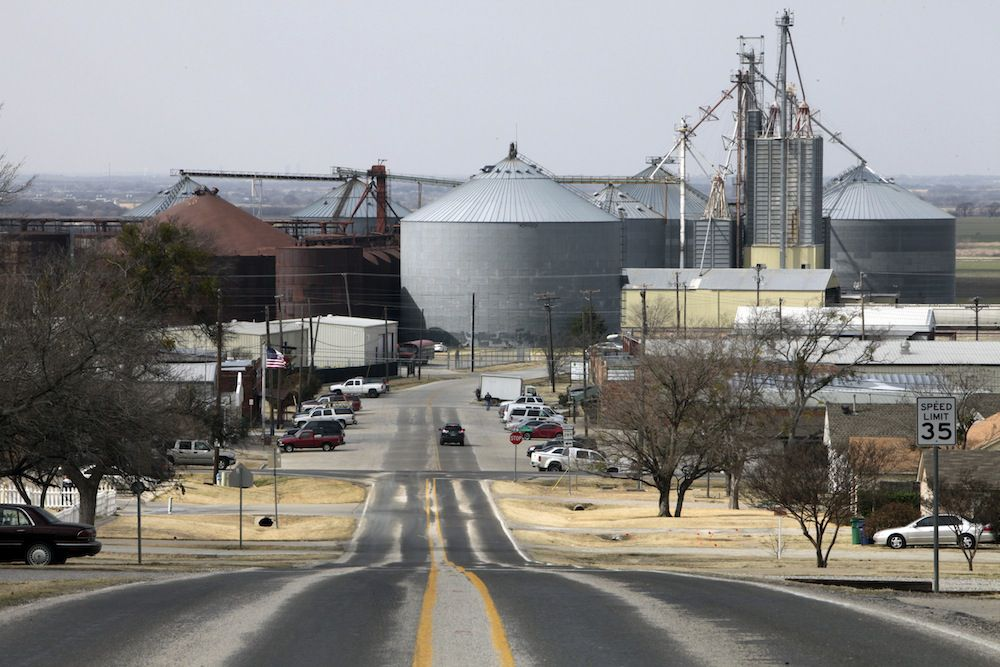 Looking west along Broadway Street in Prosper. The town on Preston Road has about 18,500 residents and is expected to more than triple in size in the years ahead. (DMN files)