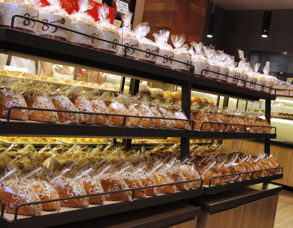 85C Bakery Cafe, a Taiwanese bakery chain, opened its first Texas location in Carrollton, on Friday August 19, 2016. The store offers 60 types of breads, varying from Asian to European styles; plus, over 40 types of cakes. (David Woo/The Dallas Morning News)