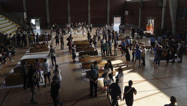Ataúdes con algunas de las decenas de víctimas del sismo en Ascoli Piceno, Italia.
