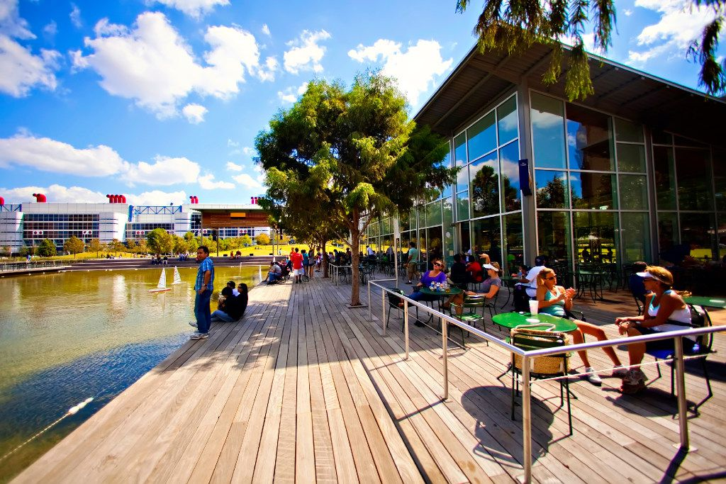 Discovery Green in Houston has multiple dining options.