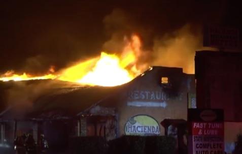 El Hacienda Restaurant en Grand Praire se quemó totalmente. DMN