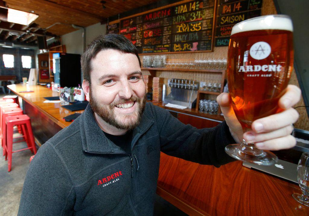 El ganador del premio Pulitzer, Ryan Kelly, ahora trabaja en Ardent Craft Ales en Richmond, Virginia. AP